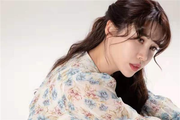 歌星袁菲儿(韩文名:?? ??)再发新歌