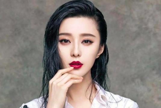 张钧甯和范冰冰亲密互动不避嫌,是闺蜜纯情?还是人设营销?