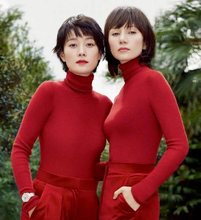43岁马伊琍41岁袁泉,穿红毛衣,一个嬴了身高,一个嬴了颜值