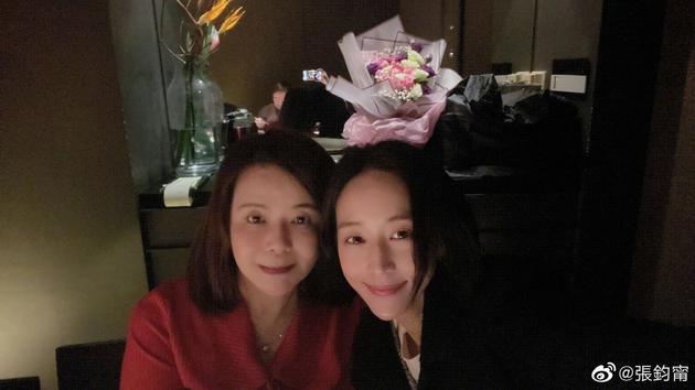 张钧甯为妈妈庆生 母女二人贴脸自拍更似亲姐妹