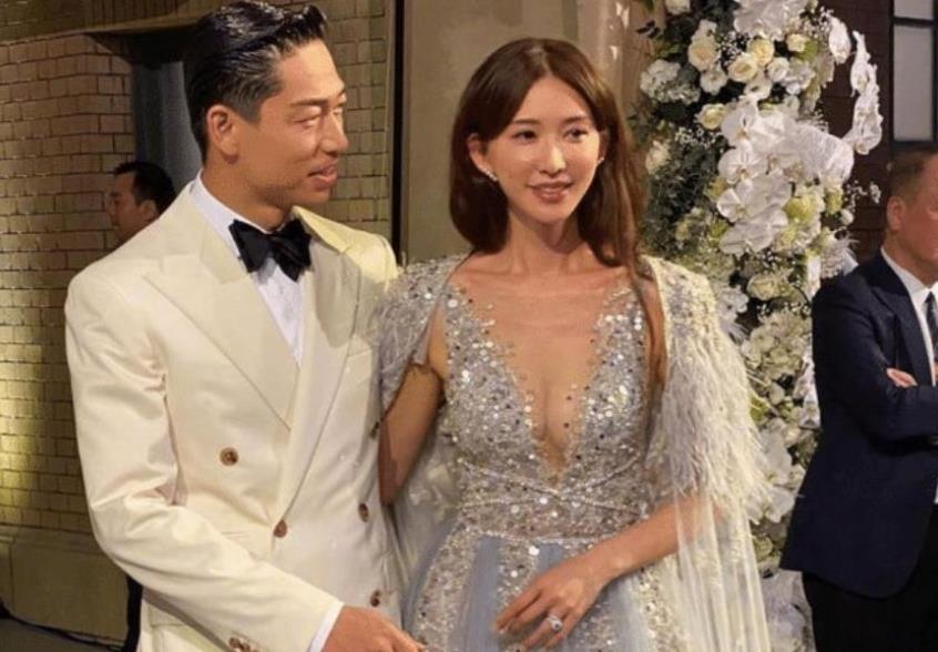 """林志玲婚后不再低调,穿""""贵妇装""""现身,45岁看着像25岁"""