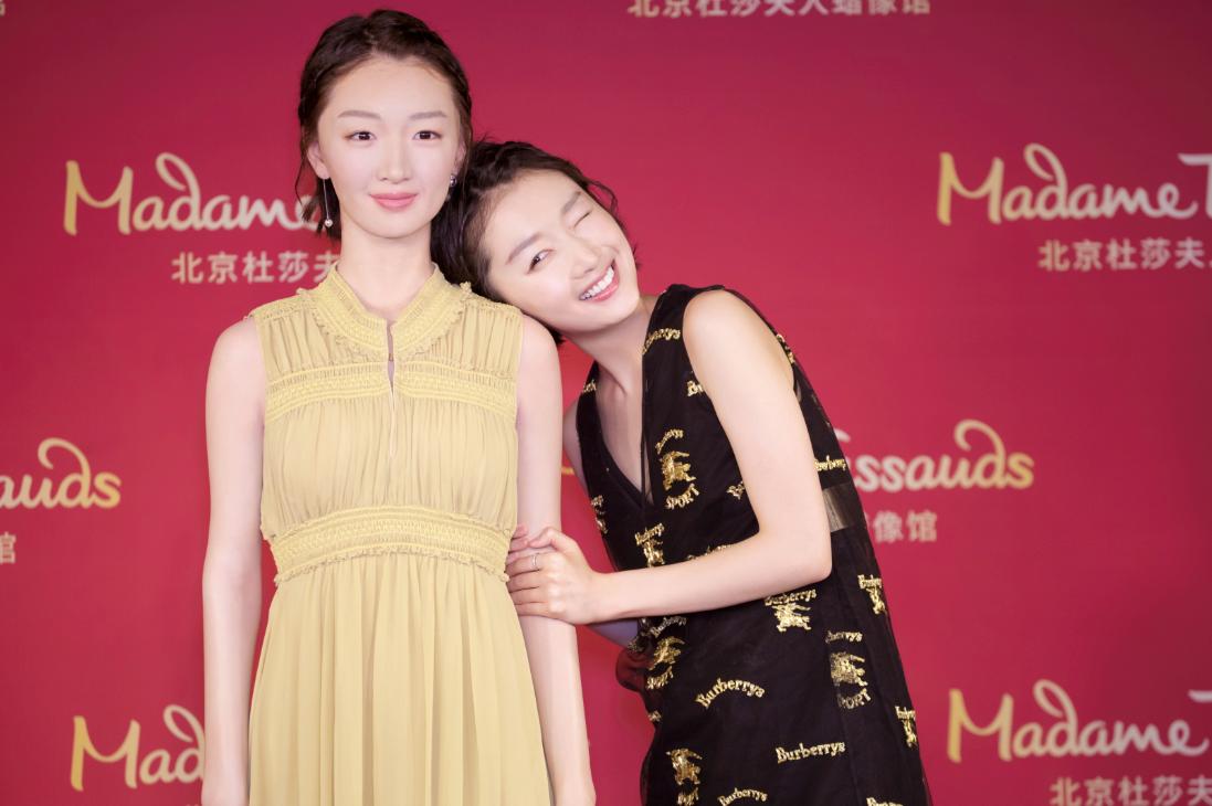 周冬雨入驻北京杜莎夫人蜡馆,在初夏邂逅青春