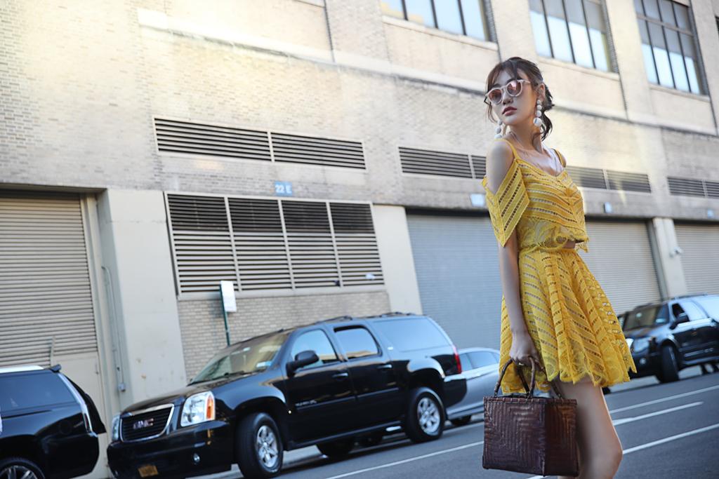 全能女神李斯羽现身纽约时装秀 多元搭配少女感爆棚