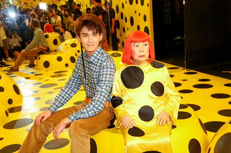 香港杜莎十七周年 吴磊花式趣拍蜡像引粉丝效仿