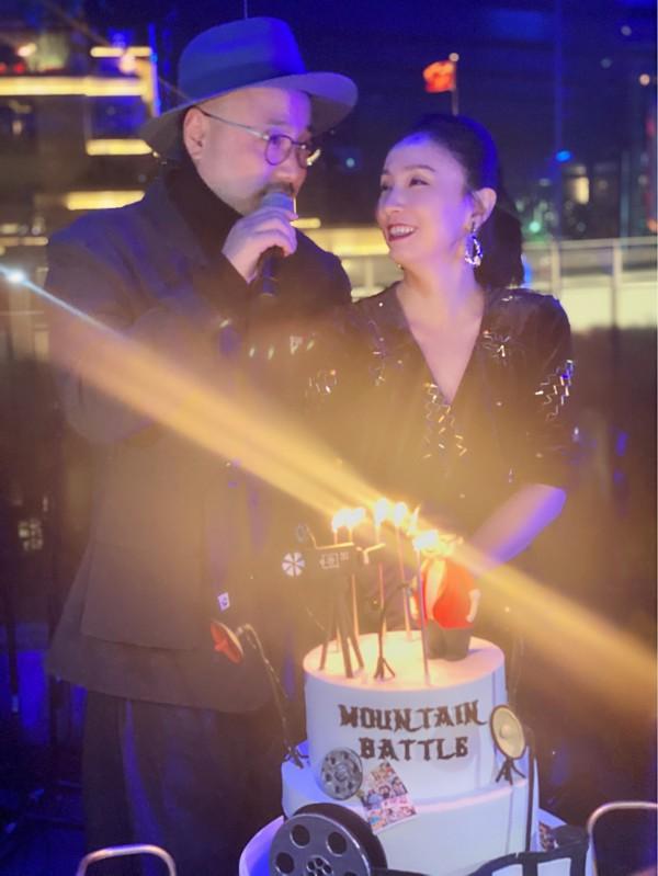 小陶虹为老公徐峥庆生,谭卓现身夸他只有28岁!