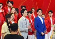 迪丽热巴和吴磊参加五四青年晚会彩排的照片曝光