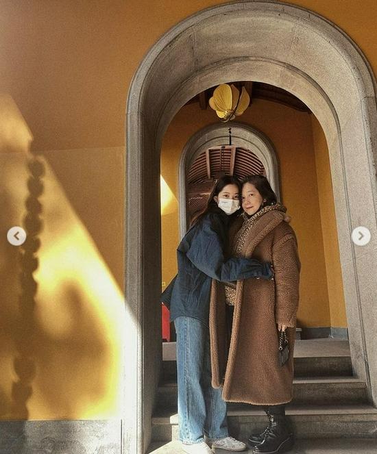 欧阳娜娜59岁妈妈重回校园读硕士 称想给家人惊喜