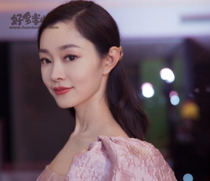 【美天棋牌】如何评价演员宋轶的长相 赘婿中她的角色被配角碾压