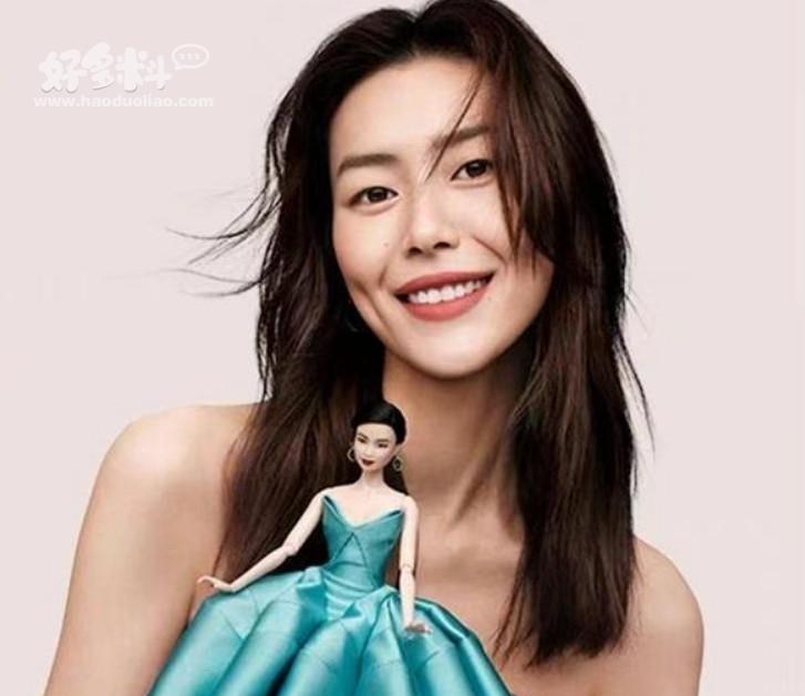 【美天棋牌】刘雯成首个有芭比形象的亚洲模特 复古绿裙造型十分形象