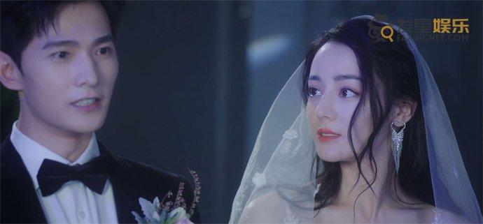 【美天棋牌】终于等到荣耀夫妇结婚了 杨洋新郎造型人间理想