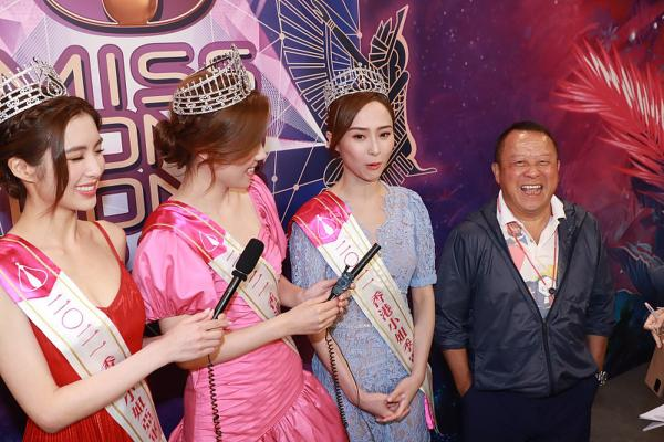 2021香港小姐获奖佳丽现身记者会 曾志伟回应港姐黑面事件