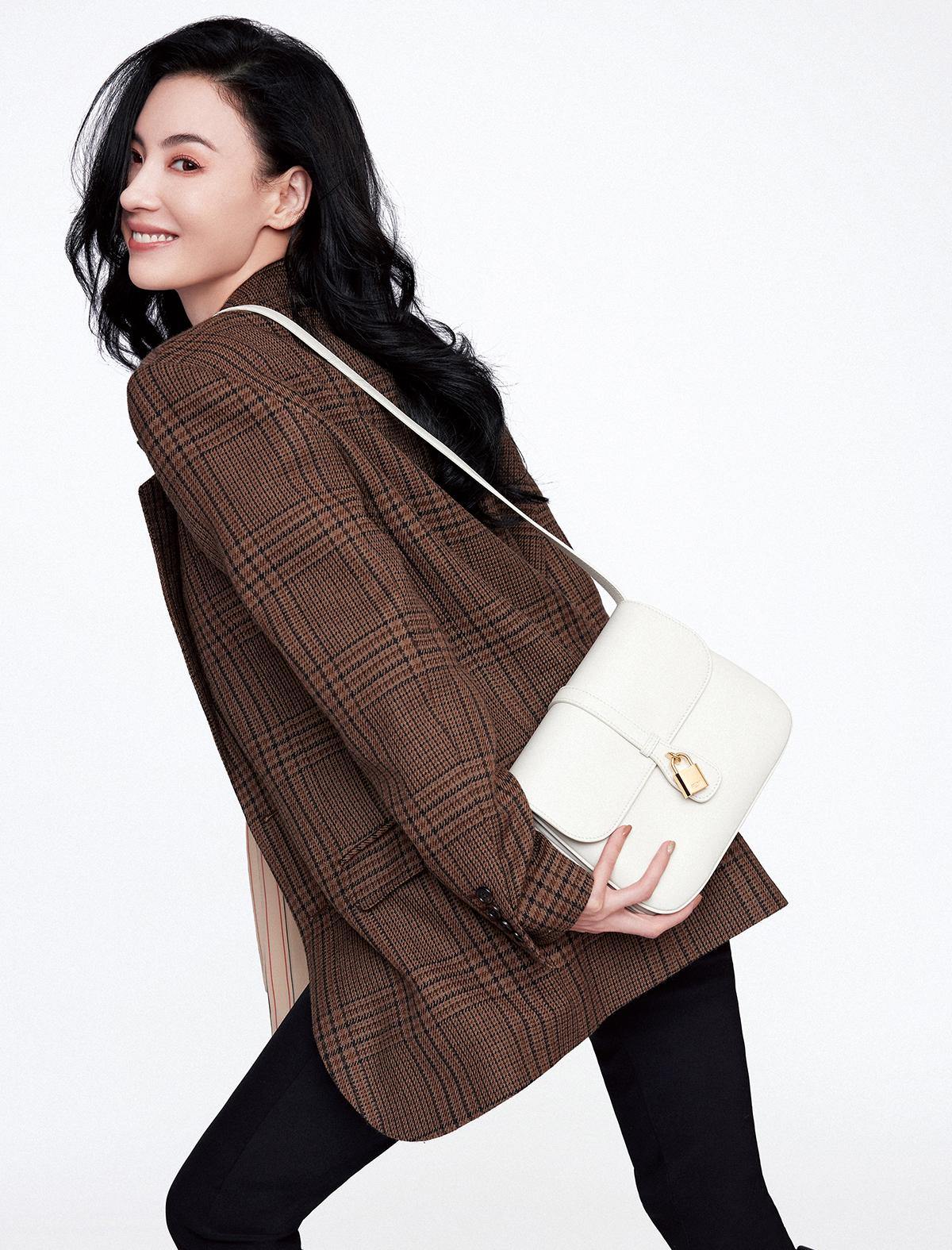 张柏芝演绎秋日新风尚 西装夹克尽显优雅格调
