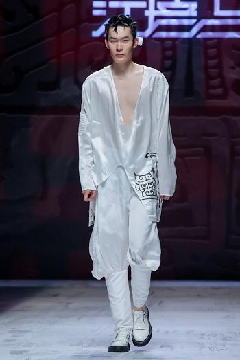 传统文化的时尚演绎—SS22中国国际时装周江培占·宋培占作品发布