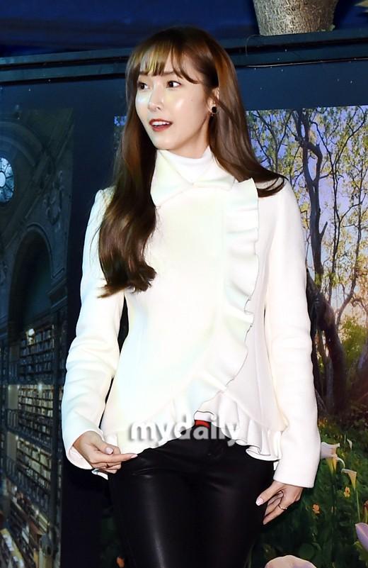 Jessica郑秀妍公司欠债被起诉 男友权宁一担任CEO
