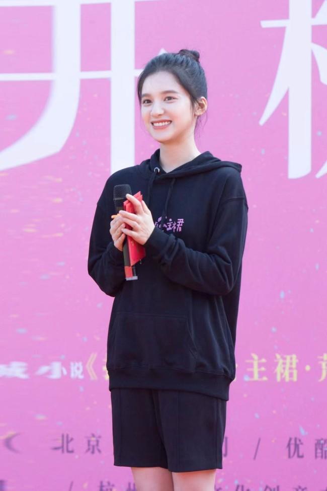 张婧仪《打火机与公主裙》开机 搭档陈飞宇
