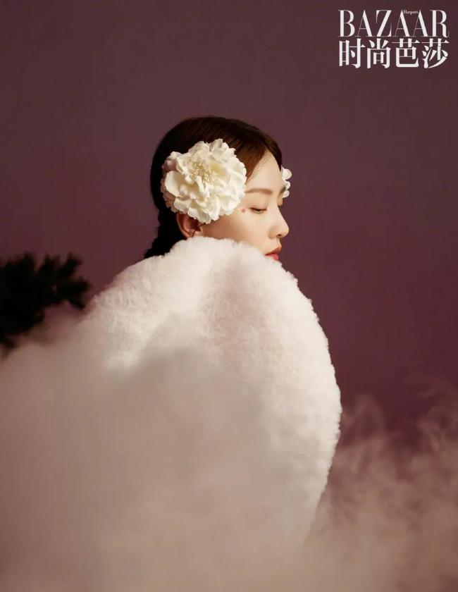 【博狗扑克】34岁刘诗诗牡丹花大片灿若春华 肤白貌美清冷美丽
