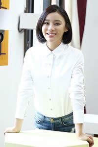 袁姗姗校园写真 变白衬衣学姐清纯惹人爱