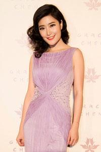 徐子淳受邀看秀 身线玲珑驾驭淡紫仙裙