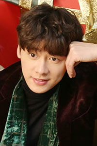 李易峰圣诞写真 暖男气质迷人