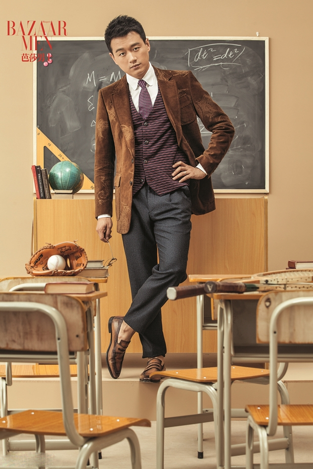 佟大为变身帅气教授登封面 彰显绅士气质