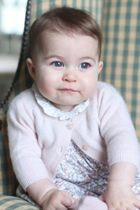 英国皇室全家福 小公主夏洛特正面曝光