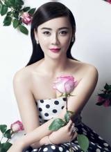 袁姗姗变玫瑰美人 烈焰红唇尽显魅惑