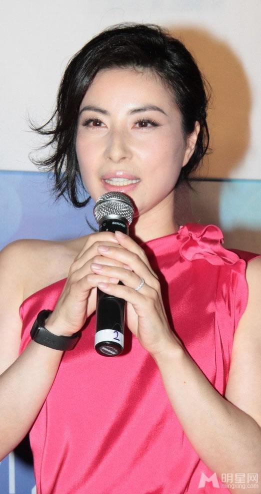 郭晶晶现身北京捞金 粉色礼服裙高贵优雅