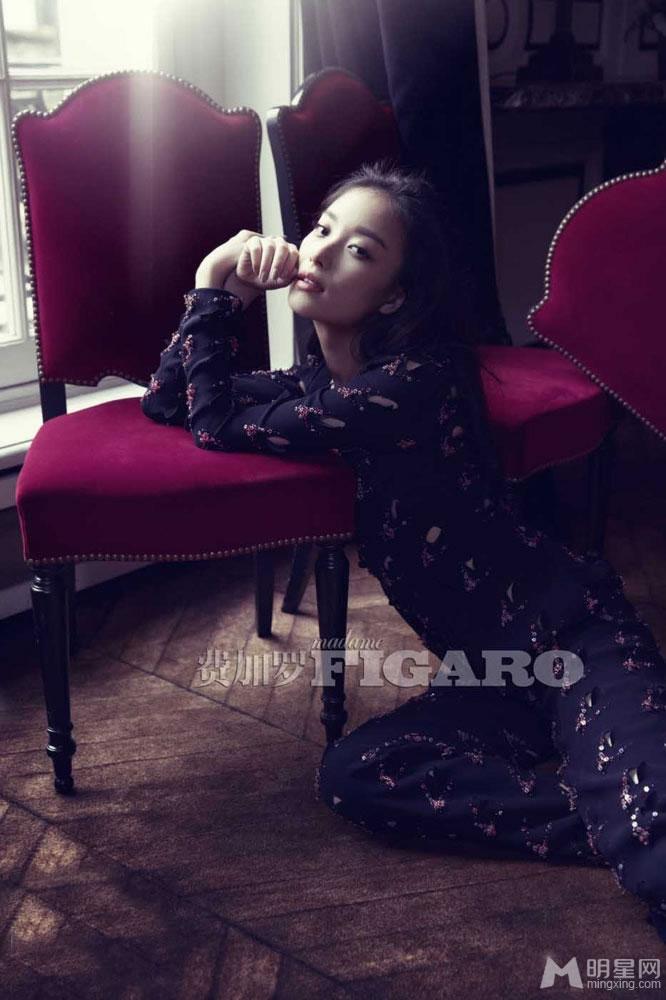 倪妮登杂志封面 慵懒范展现自我个性