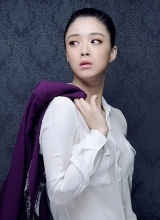 蒋欣最新时尚写真 干练恬淡显成熟风韵