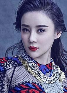袁姗姗时尚写真曝光 烈火红唇女人味十足
