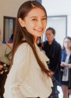 Angelababy变身学生妹 出演林俊杰新歌MV