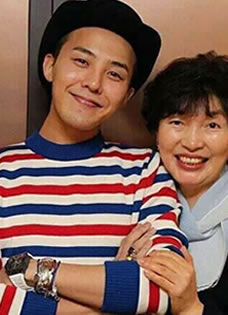 Bigbang权志龙生活照 素颜展帅气笑脸