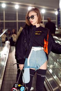 图:袁姗姗帅气亮相机场