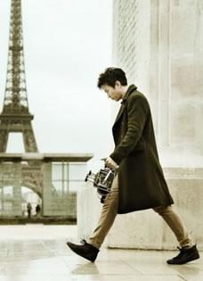 邓超巴黎拍黑白写真 阅读名建筑思考人生解构
