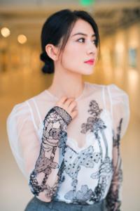 高圆圆身穿薄纱透视裙 美得像花儿一样!