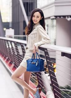 唐嫣时尚春夏系列街拍 笑容甜美清爽尽心女神范