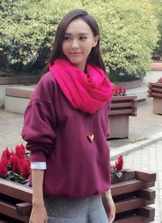 唐嫣2014年10月时尚街拍 朗爽微笑秀迷人美腿