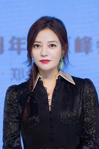 赵薇现身北京某活动 红唇娇艳气质优雅