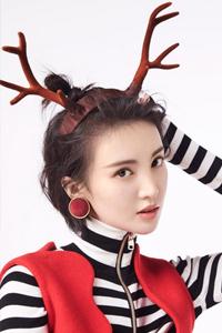 金晨圣诞写真 化身麋鹿俏皮可爱