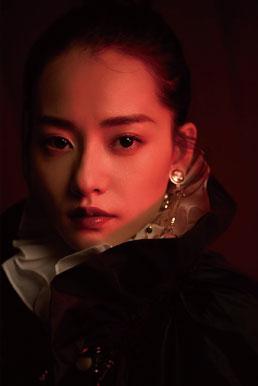 柴碧云复古大片发布 重现歌剧魅影触摸华丽色彩