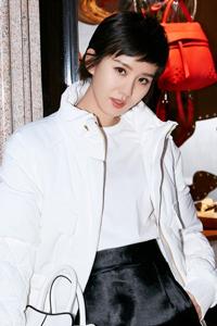 刘诗诗超短发搭配墨镜 帅气又美丽