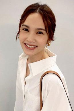 杨丞琳婚后首次分享生活照 身穿白衬衫元气满满