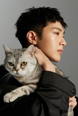 赖冠霖写真出炉 猫系少年温柔优雅