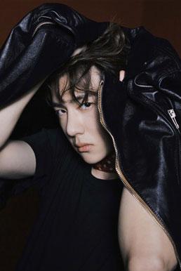 王一博登录时尚COSMO3月刊 充满个性张力