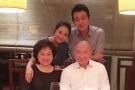 佟大为关悦与吴宇森夫妇共进晚餐  气氛温馨似一家人!
