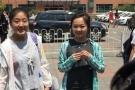 林妙可笑容满面战高考   与同学有说有笑心情佳!