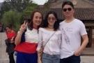 刘强东夫妇出门游玩 被偶遇后大方合影