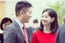 奶茶妹妹与刘强东深情对望 这画面好甜蜜