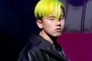 张杰顶荧光绿头发走秀 遭网友吐槽看不懂这个造型
