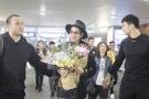 王力宏现身机场遭疯狂粉丝攻击 被喊:你算什么男人